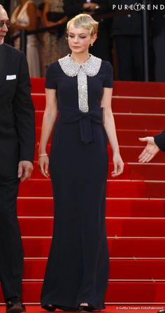 Carey Mulligan à Cannes a fait sensation en robe longue col Claudine Azzaro automne-hiver 2010.  #azzaro