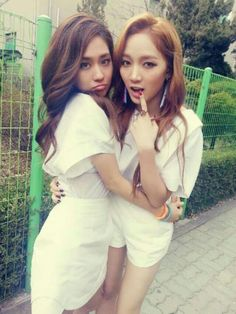 miss As Fei %26 Jia show off their beauty and close friendship
