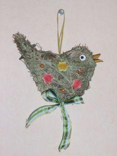 velikonoční dekorace nápady pro děti - Hledat Googlem Bird Crafts, Nature Crafts, Viera, Christmas Ornaments, Holiday Decor, Hair Styles, Juni, Kids, Beach Decorations