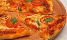 Aluat de pizza cu blat subțire - o rețetă verificată în timp și cu rezultat garantat! - Retete Usoare Romanian Food, I Foods, Vegetable Pizza, Cheese, Vegetables, Recipes, Pie, Recipies, Vegetable Recipes