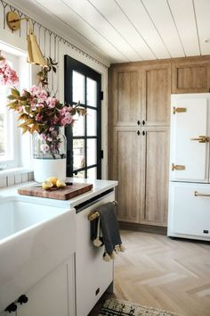 Kitchen Interior, Kitchen Design, Kitchen Decor, Kitchen Styling, Kitchen Ideas, Layout Design, Design Design, Ikea Cabinets, Country Kitchen