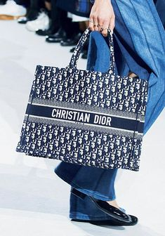 0fb8af4854f Le cabas Dior  designerhandbags Christian Dior Dress, Vuitton Bag, Louis  Vuitton Handbags,
