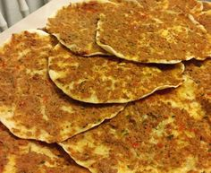 Turkse pizza net als uit de winkel - Apocalypse Now And Then Great Recipes, Snack Recipes, Cooking Recipes, Pizza Wraps, Good Food, Yummy Food, Food Crush, Sandwiches For Lunch, Pasta