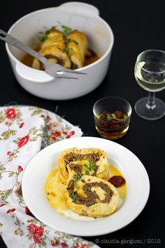 arrosto pollo, salsiccia e pomodori secchi