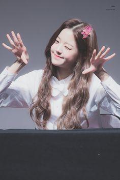 (Credits to the real owner/s) Yuri, Young The Giant, Sakura Miyawaki, Japanese Girl Group, Digital Art Girl, Blackpink Photos, K Idol, Only Girl, Kim Min
