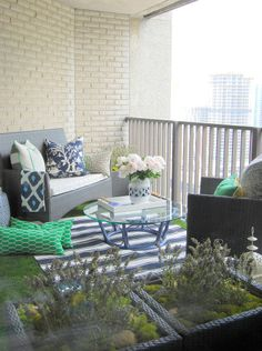 The Reveal: DesignMaze's lush balcony retreat. Tim Lam, a Toronto design enthusiast and founder of DesignMaze Interiors, turned his 100 square feet of balcony space into a fresh space for lounging and afternoon-into-evening wine and snacks with friends. Small Balcony Design, Tiny Balcony, Porch And Balcony, Balcony Ideas, Balcony Decoration, Small Balconies, Condo Balcony, Small Outdoor Spaces, Small Patio