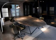 Dritto dining table designed by Piero Lissoni and Salvatori in Lithoverde Pietra D'Avola.