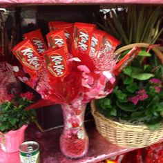 Gonna do this for my husband for Valentine's Day, he loves Kit Kats!!!!