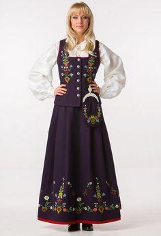 Lofoten bunad Folk Costume, Costumes, Swedish Christmas, Lofoten, Koi, Norway, Vintage Dresses, Scandinavian, Beautiful Women