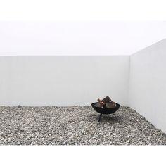 """333 Gostos, 9 Comentários - Joana Soares (@violetacorderosa) no Instagram: """"Fire bowl que adoro e que achei que ia tornar este cantinho especial: agora só faltam os…"""""""