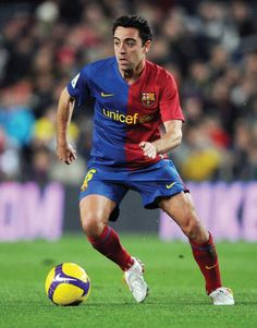 Xavi Hernandez of Barcelona controls the ball during the La Liga match between Barcelona and Sporting Gijon at the Camp Nou stadium on February 2009 in Barcelona, Spain. (Photo by Denis Doyle/Getty Images) *** Local Caption *** Xavi Hernandez Club Football, Best Football Players, Soccer Players, Football Soccer, Xavi Hernandez, Xavi Barcelona, Barcelona Spain, Xavi Iniesta, Sport Nutrition