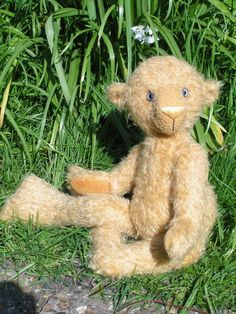 Molly (an original mohair teddy bear by BigFeetBears)