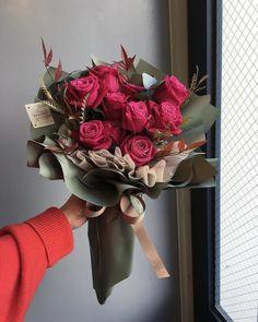 This bouquet surely builds a feminine, sweet and whimsical nuanc… Flowers galore! This bouquet surely builds a feminine, sweet and whimsical nuance. Boquette Flowers, How To Wrap Flowers, Beautiful Bouquet Of Flowers, Luxury Flowers, Beautiful Flower Arrangements, Pretty Flowers, Flower Pots, Floral Arrangements, Bunch Of Flowers