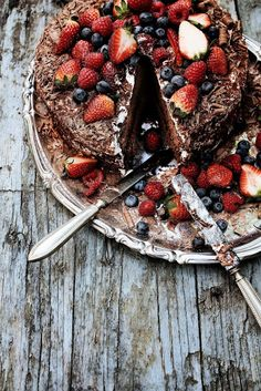 Chocolate and Strawberry Cake #recipe / Mnica Pinto