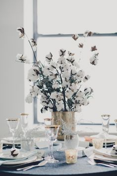 winter cotton centerpiece // photo by MariannaJamadi.com // styling by TinselTwine.com
