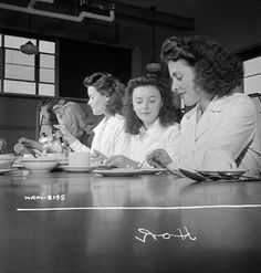 Women munitions workers enjoying their half-hour lunch in the Dominion Arsenals Ltd. plant cafeteria, Montreal, Quebec, August 1942. #vintage #1940s #WW2 #Canada #homefront