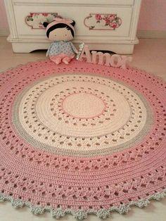 Crochet Doily Rug, Crochet Carpet, Crochet Rug Patterns, Crochet Round, Crochet Gifts, Crochet Stitches, Knit Rug, Crochet Home Decor, Rugs On Carpet