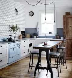 White metro tiles get an industrial edge with black grouting. Cavanagh discovered the old Chambers oven at a market in LA – try everhot.co.uk or steel-cucine.com for retro cookers. Two-tone walls in the kitchen mirror those in the dining area.