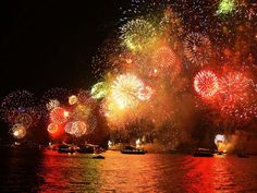 New Years Eve Cruise Party On The Bosphorus is available on 31 December with best rate in Istanbul. Special price for early bird booking to New Year Parties Bonfire Night London, Bonfire Night Guy Fawkes, Photographing Fireworks, New Year's Drinks, Best Fireworks, Cruise Party, Modern Photographers, The 5th Of November, God Bless America