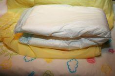 Ich wickle Pamperswindel und dazu gelbe Gummihose gewickelt! Ich sehe noch schöne und gelbe Gummihose sauber gewickelt!