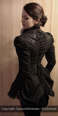 I adore the cap of the sleeve with pleats and the contrasting fabric texture, especially on the shoulders. [Steampunk]