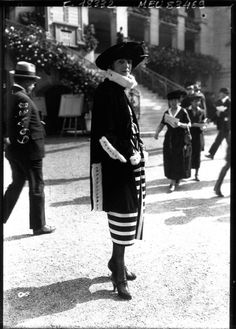 In the 1910s, Paris was the fashion capital of the world. Couturiers routinely sent models to the racecourse, wearing their latest designs. via @mashable