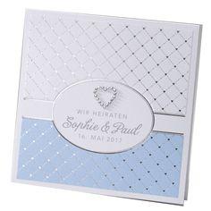 Edle Hochzeitseinladungen in Blau mit schimmernder Herzapplikation bestellen