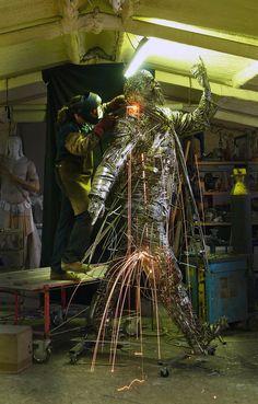 Figurative sculptures welded from steel scraps by Jordi Diez Fernandez - ego-alterego.com