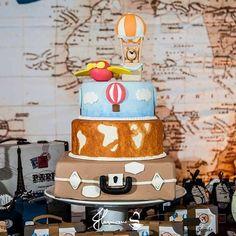 Quando a cliente te manda as fotos do bolo na festa e vc fica de queixo caído! Estou maravilhada com o bom gosto de @sofestasbuffet @virginiacostadecor A decoração ficou  . . . . . #julianamarquesbiscuitebolosfakes #bolocenografico #bolofalso #bolofake #bolovoltaaomundo #boloaviador #boloursobaloeiro #bolobaloes #festavoltaaomundo #festabalao #festaaviador #decoraçao #decoracaodefesta #meubiscuitnafesta #ideiasdedecoracao #festalinda #biscuitcake #cake #cakedesigner #biscuit #porcel...
