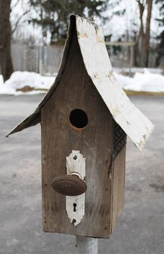 Antique Doorknob birdhouse. Would like to adapt this for doves. Elite housing for a pair of lovers!
