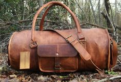 NEW HAND MADE RUSTIC LEATHER WEEKEND BAG BY SERGUIO ROGETTI EVERY BAG HAS BEEN HAND MADE FROM 100% GENUINE LEATHER GIVING EACH BAG ITS OWN INDIVIDUAL MARKINGS WHICH CREATE AN IMPRESSION WHICH IS UNMATCHED BY MASS PRODUCED BAGS ON THE MARKET MADE OUT OF 100% GENUINE LEATHER WITH SOLID