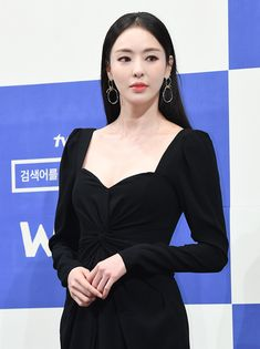 190529 Lee Da-hee Fashion - Search www Press Celebrity Outfits, Celebrity Style, Korean Celebrities, Celebs, Kdrama, Conference Outfit, Divas, Black Dress Outfits, Korean Actresses