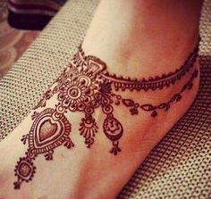 Henna or Mehndi is extensively loved by the woman all around the world. Women decorate their hands and feet with Henna on their wedding and many other occasions. Henna Tattoo Designs, Henna Tattoos, Henna Tattoo Muster, Henna Hand Designs, Henna Ink, Henna Body Art, Beautiful Henna Designs, Mehndi Tattoo, Bridal Mehndi Designs