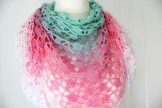Triangle scarf https://www.crazypatterns.net/en/items/29828/einfache-haekelanleitung-dreieckstuch-einhorn-mit-lochmuster-und-borduere
