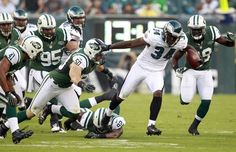 Eagles' Bryce Brown runs with the football past the New York Jets defense during the first quarter in a preseason game on Thursday, August ( Yong Kim / Staff Photographer ) Lincoln Financial Field, Philadelphia Eagles Football, New York Jets, Thursday, Nfl, Running, Game, Brown
