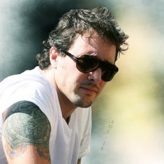 #AlexOLoughlin On Being 'Green' – back in 2009 | Alex O´Loughlin ~ An Intense Study Alex O'loughlin, Charity Event, In Hollywood, Beautiful People, Hawaii, Celebrities, Green, Study, Random