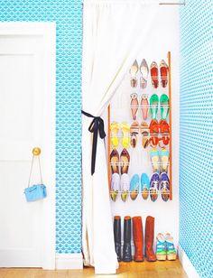 Forheng foran skapet i yttergangen, slipper sko i vegen for dørene... Og ser finere ut?