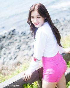 Nancy Naver x Dispatch. Nancy Momoland, Nancy Jewel Mcdonie, Pretty Korean Girls, Korean Beauty Girls, Beautiful Asian Girls, Asian Beauty, Cute Beauty, Beauty Full Girl, Kpop Girl Groups