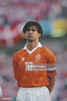 Dutch professional footballer Ruud Gullit midfielder/forward with AC Milan posed prior to playing for the Netherlands national team in the UEFA Euro. Football Soccer, Football Players, College Football, All Star, Ruud Gullit, European Soccer, Fc Chelsea, Ac Milan, Tottenham Hotspur