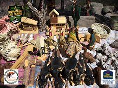 INFORMACIÓN BARRANCAS DEL COBRE te dice.  si viajas al estado de Chihuahua y visitas la zona de las barrancas del cobre no olvides de conocer a los tarahumaras  que viven cerca de las montañas que rodean las cascadas, viven en casas cueva, tejen artesanías y ahí mismo las venden. Es una de las culturas ancestrales de México. www.chihuahua.gob.mx/turismoweb