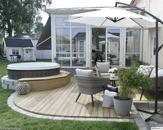 Litet trädäck med spa - Hemma hos Enslagsverklighet Even though historical inside strategy, the pergola Outdoor Rooms, Outdoor Gardens, Outdoor Living, Outdoor Decor, Patio Pergola, Backyard Patio Designs, Interior Exterior, Exterior Design, Garden Styles