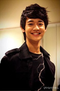 #ChoiMinho Both innocent & naughty at the same time. Y r they all younger than me?!! :-( #Shinee