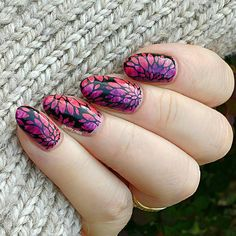 Idk, but this reminds me of a popular wallpaper. Beautifull crafted manis by @knitty_nails from Instagram! ----------------- One of my very first Messy Mansion plates, I love this image so much!!! Messy Mansion MM20 with Moyou London Black Knight over my colourful fanbrush #messymansion #nailartisanbyalex #moyoulondon #fanbrushfriday #mynailsandmygloves