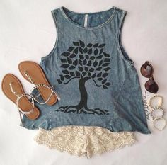 Love this shirt! Would be super cute with a cardigan and your favorite skinny jeans!