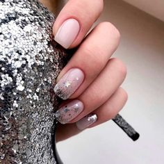 Nail art Christmas - the festive spirit on the nails. Over 70 creative ideas and tutorials - My Nails Star Nails, My Nails, Vernis Rose Pale, Star Nail Designs, Nails Design With Rhinestones, Nail Designer, Elegant Nails, Gorgeous Nails, Blue Nails
