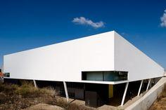 Modern minimalist architecture Music school of Lisbon Minimalist Architecture, Modern Architecture House, School Architecture, Architecture Design, Contemporary Buildings, Modern Minimalist, Minimalist Design, Centro Musical, University Architecture
