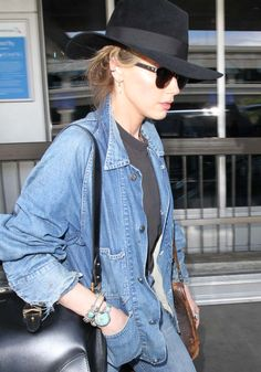 Amber Heard arrives at Los Angeles International Airport (LAX) on May 6, 2016