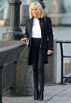 See how the First Lady of France, Brigitte Macron, wears skinny jeans and ankle boots in New York.