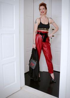 calça Philosophy Di Lorenzo Serafini, paletó Theyskens Theory vintage, top Versace, sapatos Christian Louboutin, bolsa Serpui Marie, brincos Reinaldo Lourenço