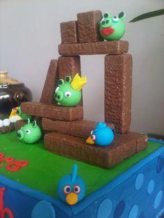 Angry Bird cake 5th Birthday Boys, Birthday Ideas, Birthday Cake, Angry Birds Cake, Bird Cakes, Bird Theme, How To Make Cake, Crafts To Make, Cake Ideas